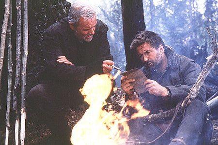 Charles y Bob con un fuego