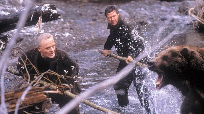 Charles y Bob luchando contra el oso