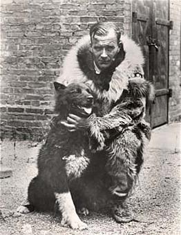 Balto, el perro salvador, junto con su dueño